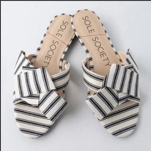 NWOT SOLE SOCIETY Cream/Black  Sandals Size 8.5/9